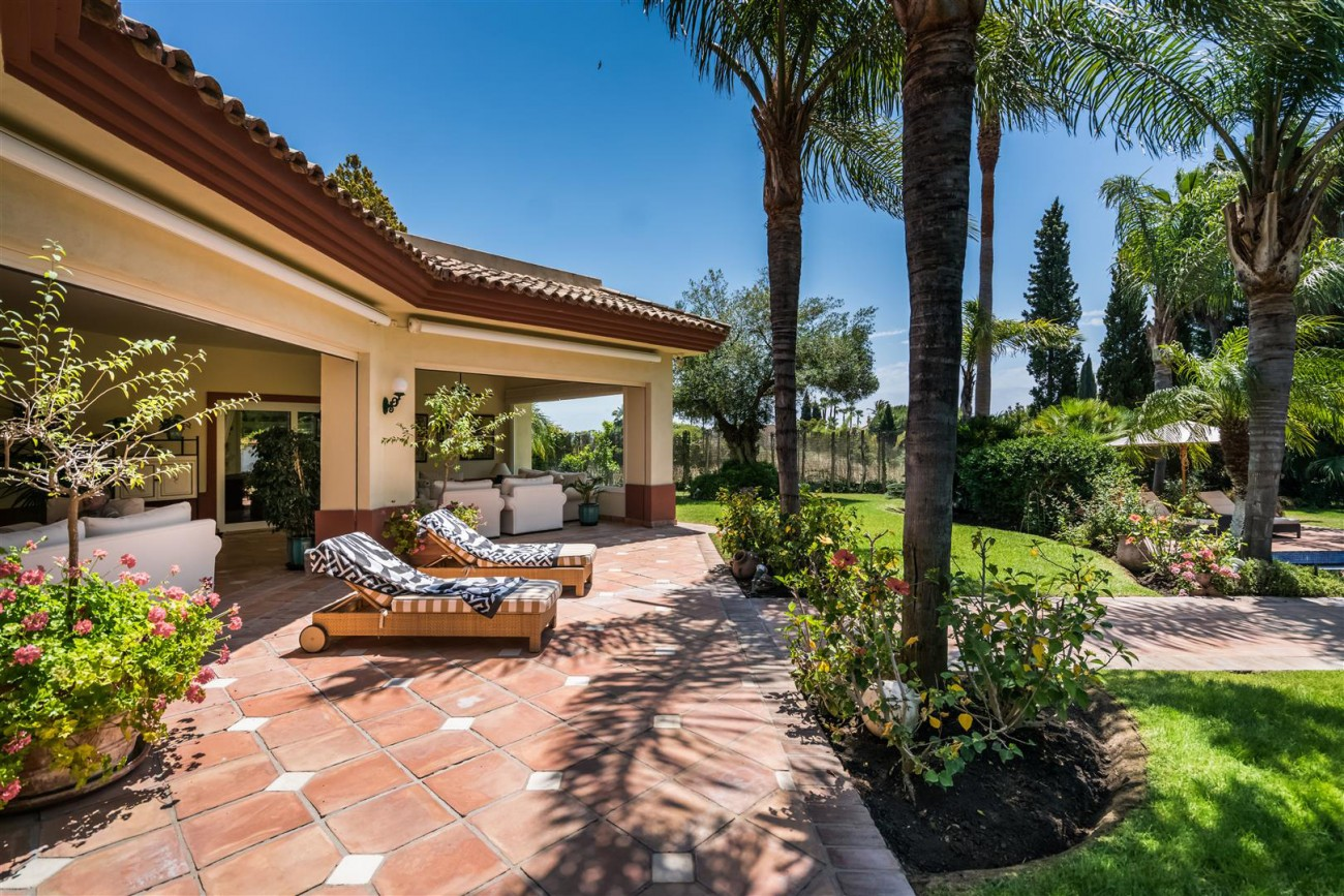 Luxury-Beachside-Villa-for-sale-Marbella-West-Spain-(27)-(Large)