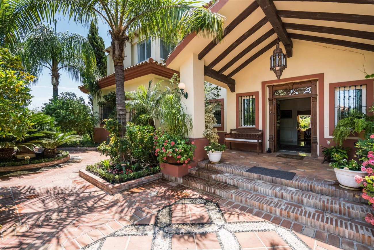 Luxury-Beachside-Villa-for-sale-Marbella-West-Spain-(30)-(Large)