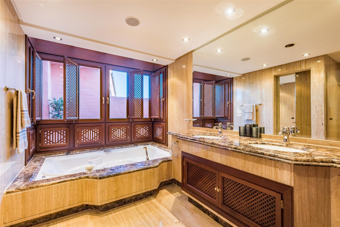 Beachfront Luxury Penthouse for sale Estepona Spain (14) (Large)