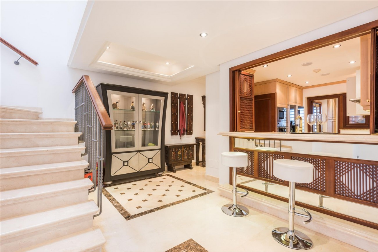Beachfront Luxury Penthouse for sale Estepona Spain (15) (Large)