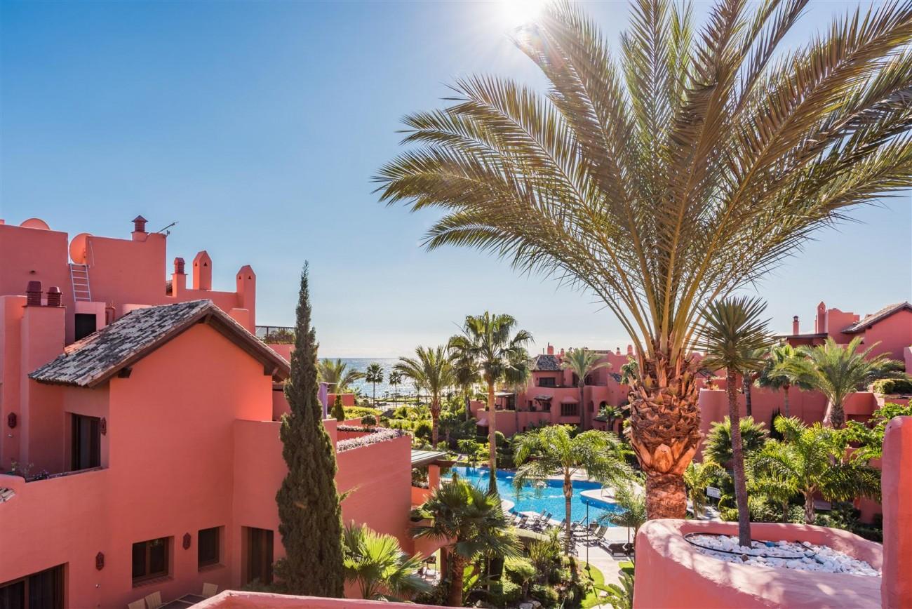 Beachfront Luxury Penthouse for sale Estepona Spain (17) (Large)