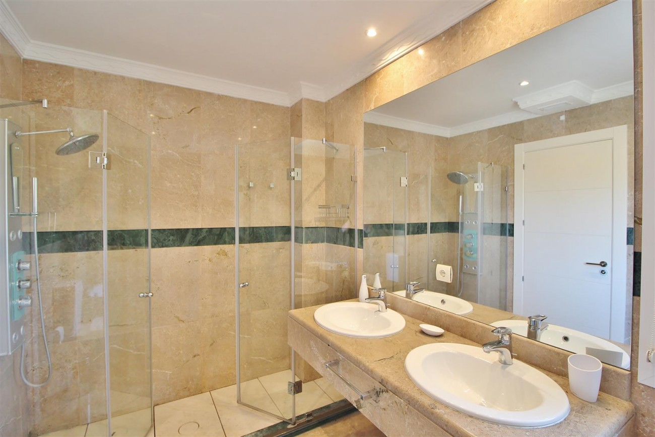Luxury 2 beds Apartment for sale Nueva Andalucia Marbella Spain (14) (Large)