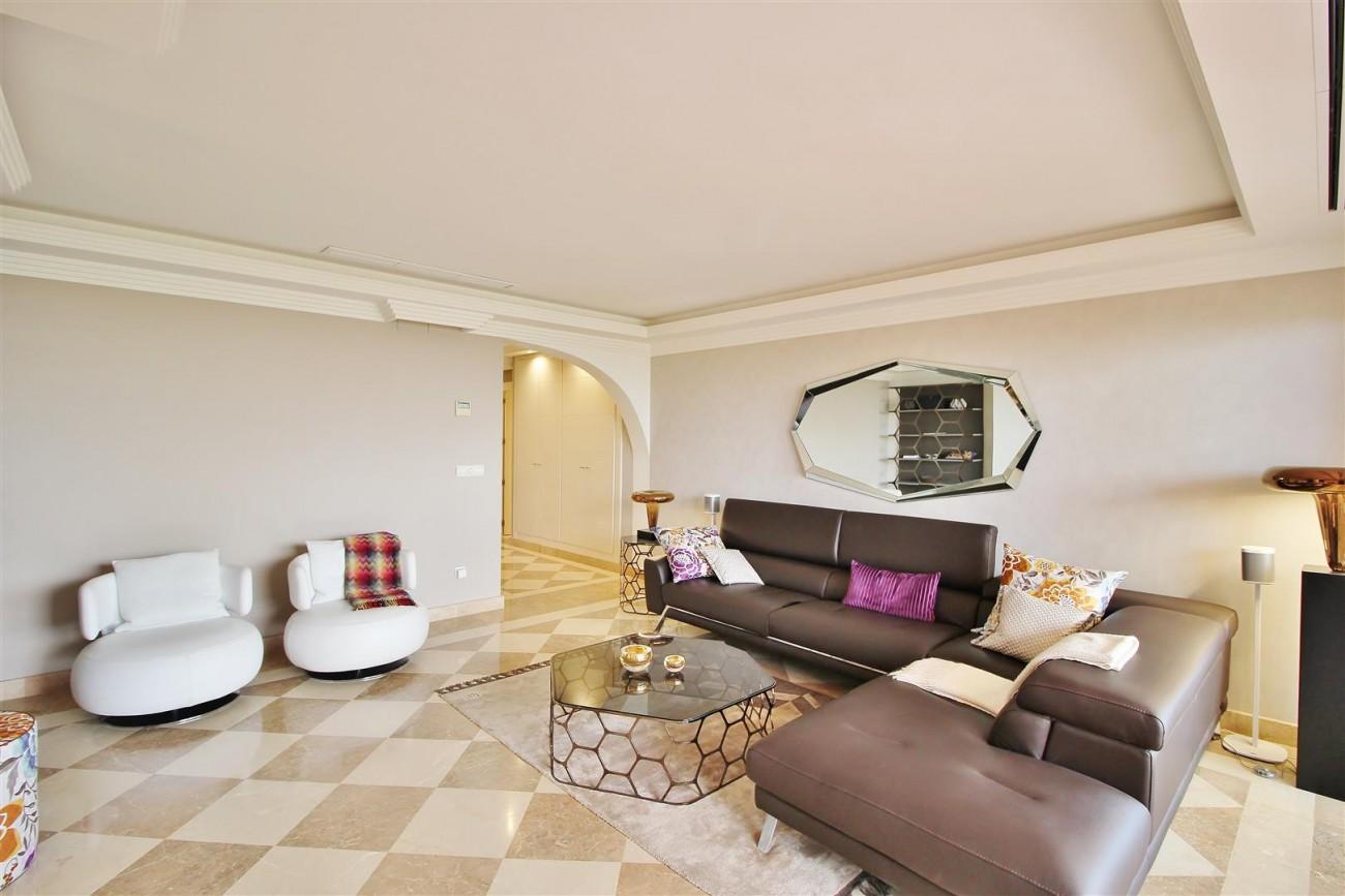 Elegant apartment for sale in Nueva Andalucia Marbella Spain (1) (Large)