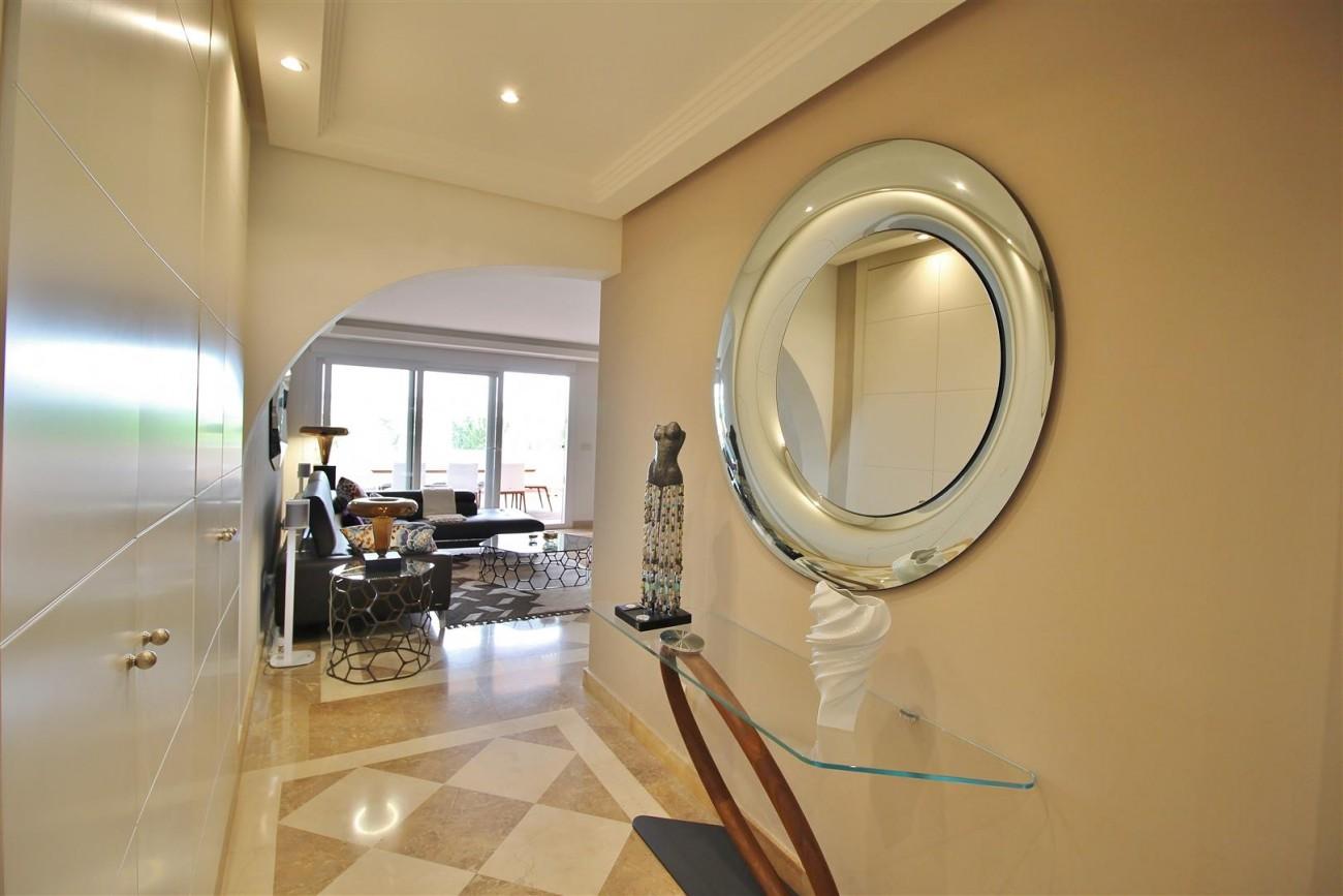Elegant apartment for sale in Nueva Andalucia Marbella Spain (3) (Large)