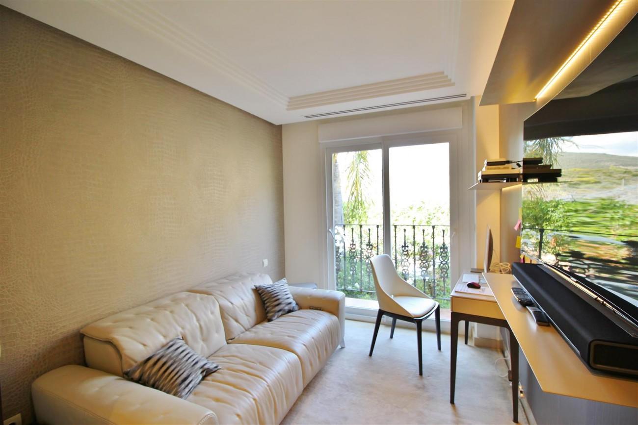 Elegant apartment for sale in Nueva Andalucia Marbella Spain (4) (Large)