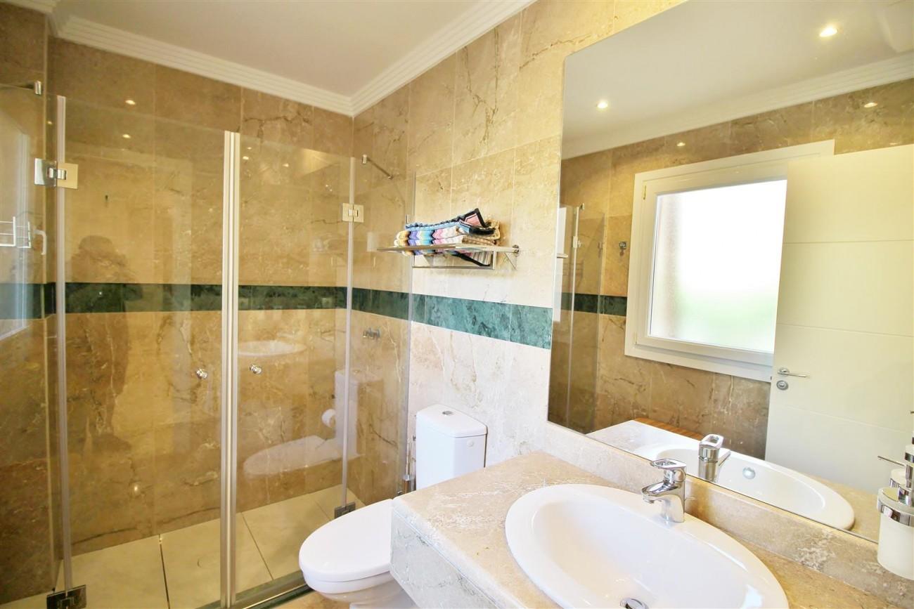 Elegant apartment for sale in Nueva Andalucia Marbella Spain (6) (Large)