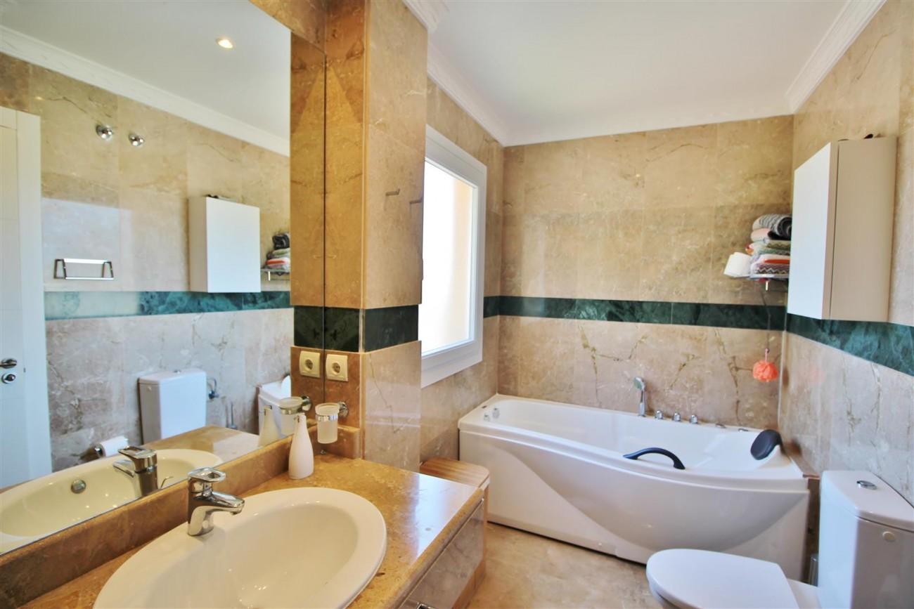 Elegant apartment for sale in Nueva Andalucia Marbella Spain (7) (Large)