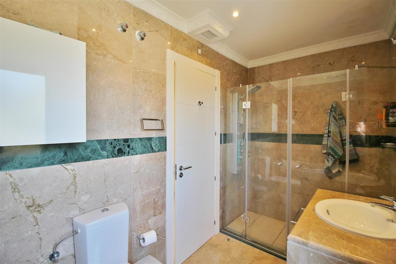 Elegant apartment for sale in Nueva Andalucia Marbella Spain (8) (Large)