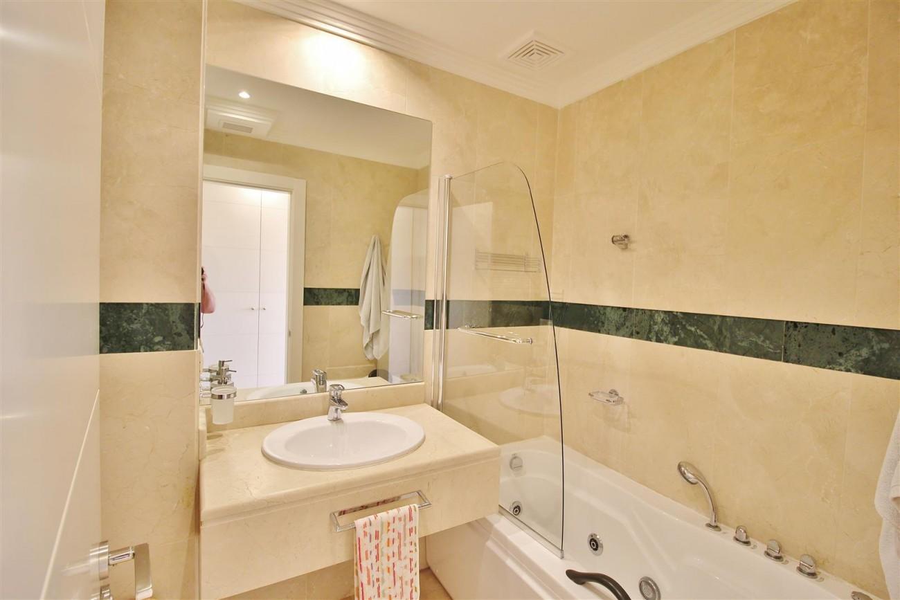 Elegant apartment for sale in Nueva Andalucia Marbella Spain (11) (Large)