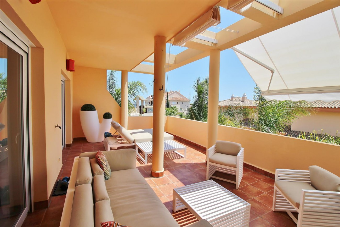 Elegant apartment for sale in Nueva Andalucia Marbella Spain (18) (Large)