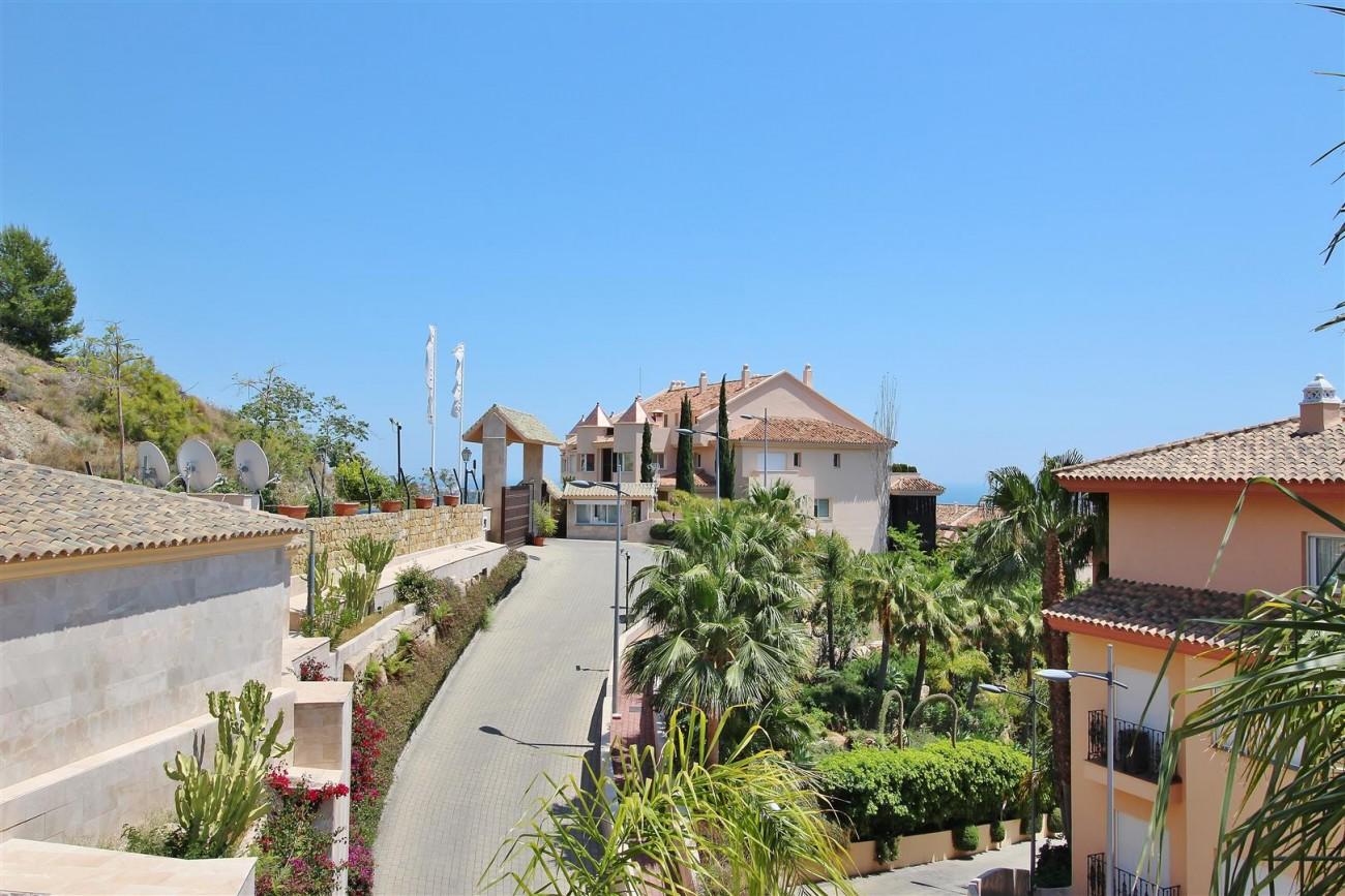 Elegant apartment for sale in Nueva Andalucia Marbella Spain (21) (Large)