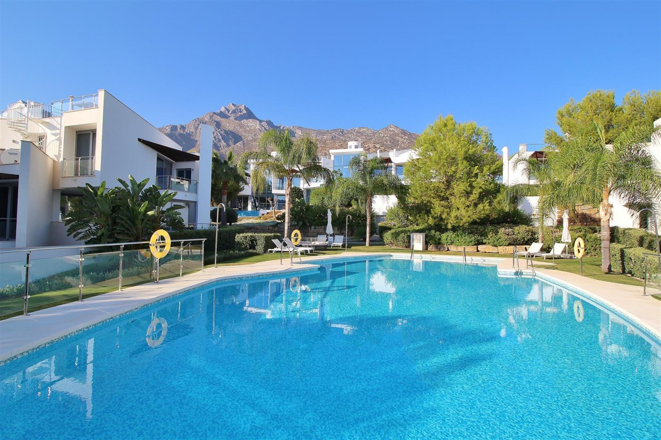 Luxury Contemporary Townhouse for sale Marbella Golden Mile Spain (1) (Large)
