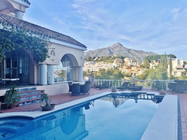 Villa for Sale - 850.000€ - Nueva Andalucía, Costa del Sol - Ref: 5883