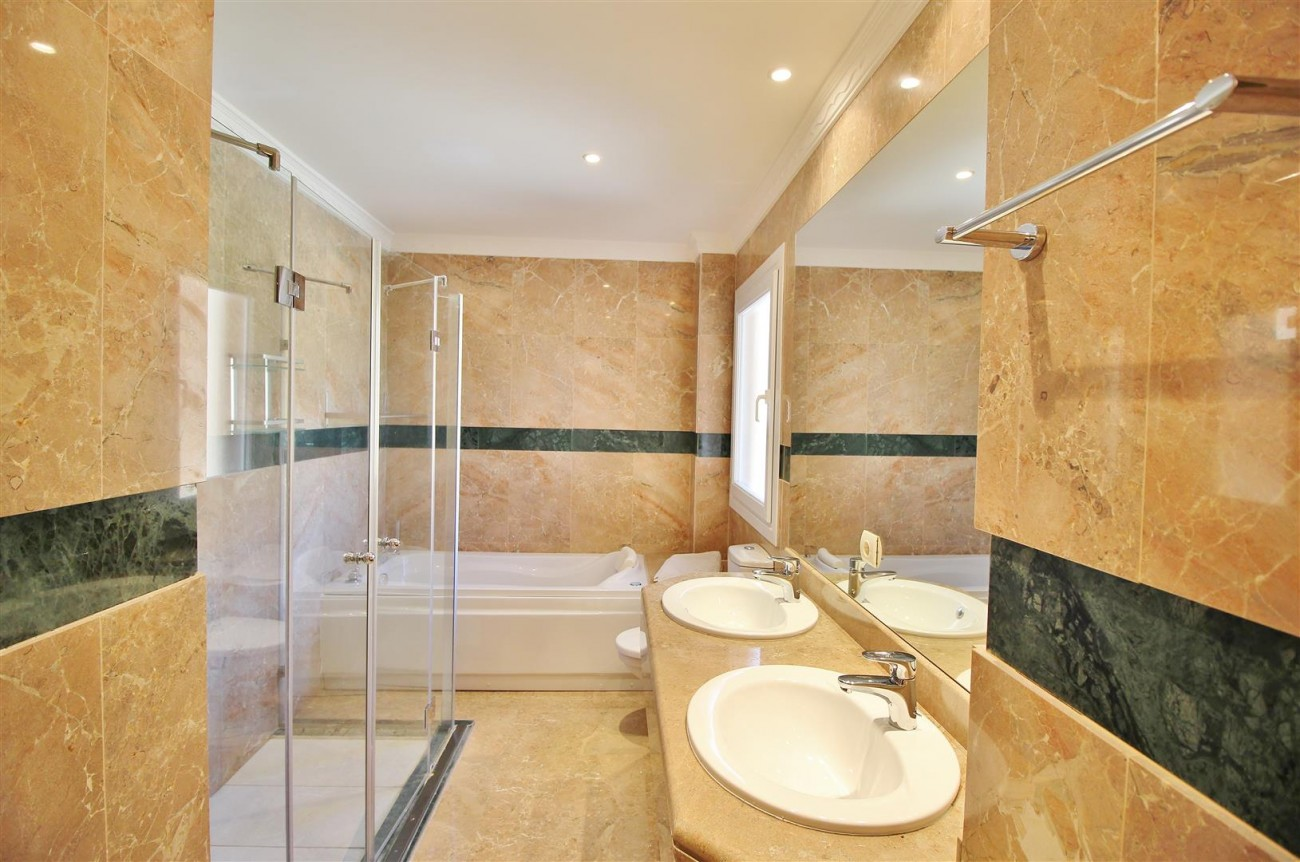 Beautiful 2 Beds Penthouse Duplex for rent Nueva Andalucia Marbella Spain (10) (Large)