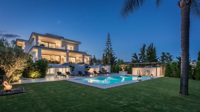 Villa for Sale - 3.000.000€ - Marbella East, Costa del Sol - Ref: 5888