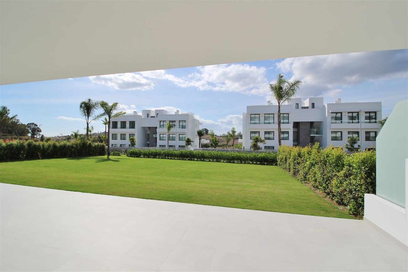 New Contemporary Apartment for sale Estepona Spain (2) (Large)