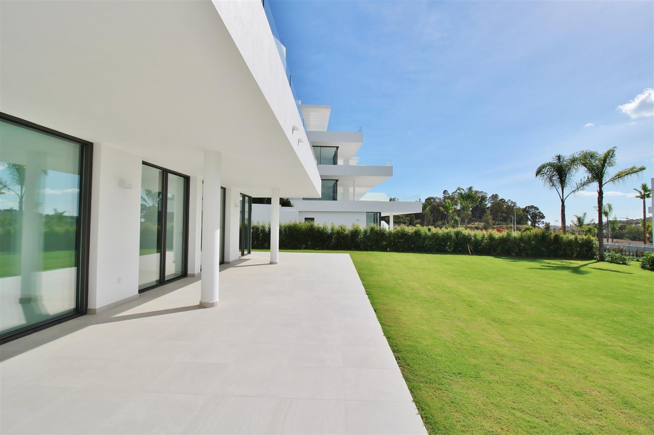 New Contemporary Apartment for sale Estepona Spain (3) (Large)