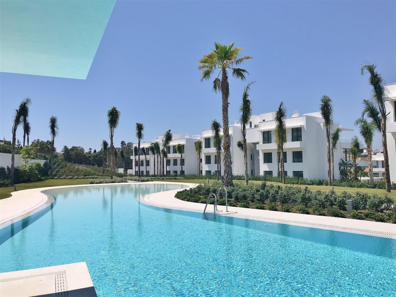 New Contemporary Apartment for sale Estepona Spain (9) (Large)