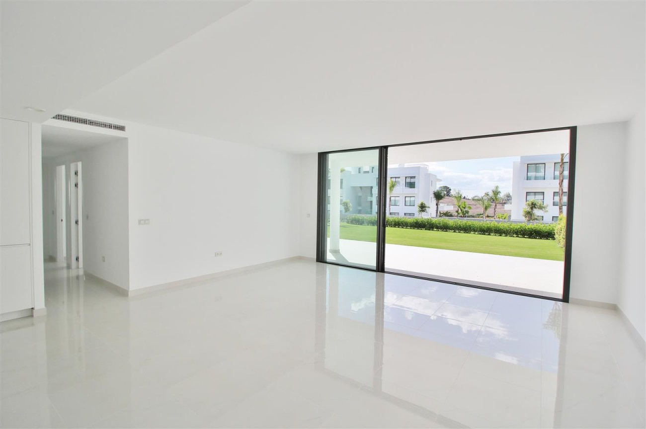 New Contemporary Apartment for sale Estepona Spain (19) (Large)