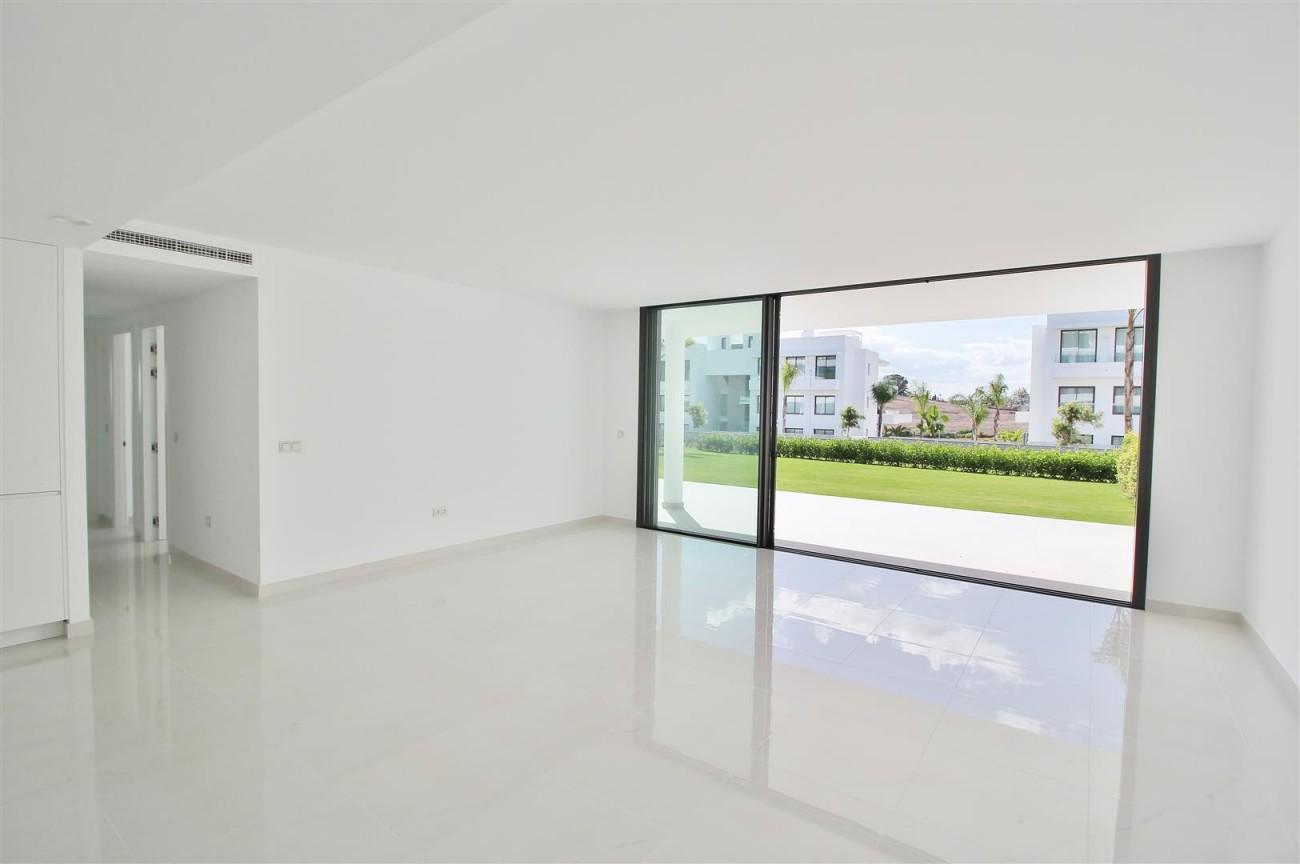 New Contemporary Apartment for sale Estepona Spain (19) (Large)