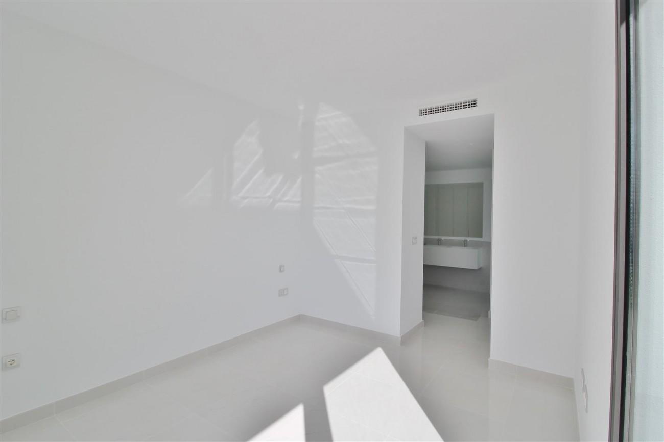 New Contemporary Apartment for sale Estepona Spain (30) (Large)