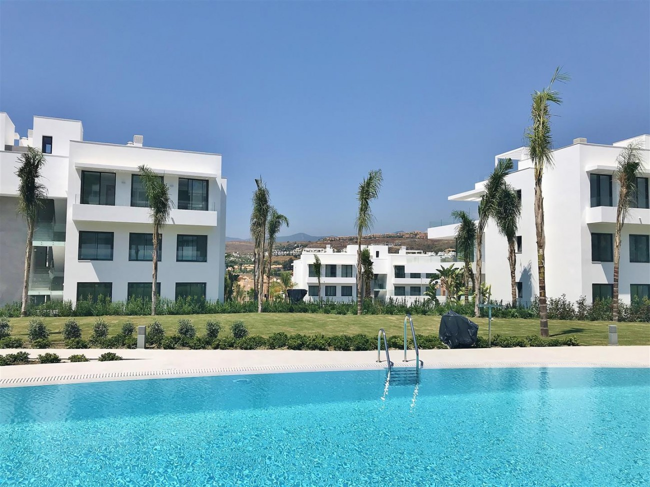 New Contemporary Apartment for sale Estepona Spain (31) (Large)