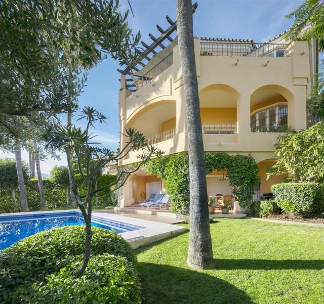 Villa for Sale - 1.350.000€ - Nueva Andalucía, Costa del Sol - Ref: 5915