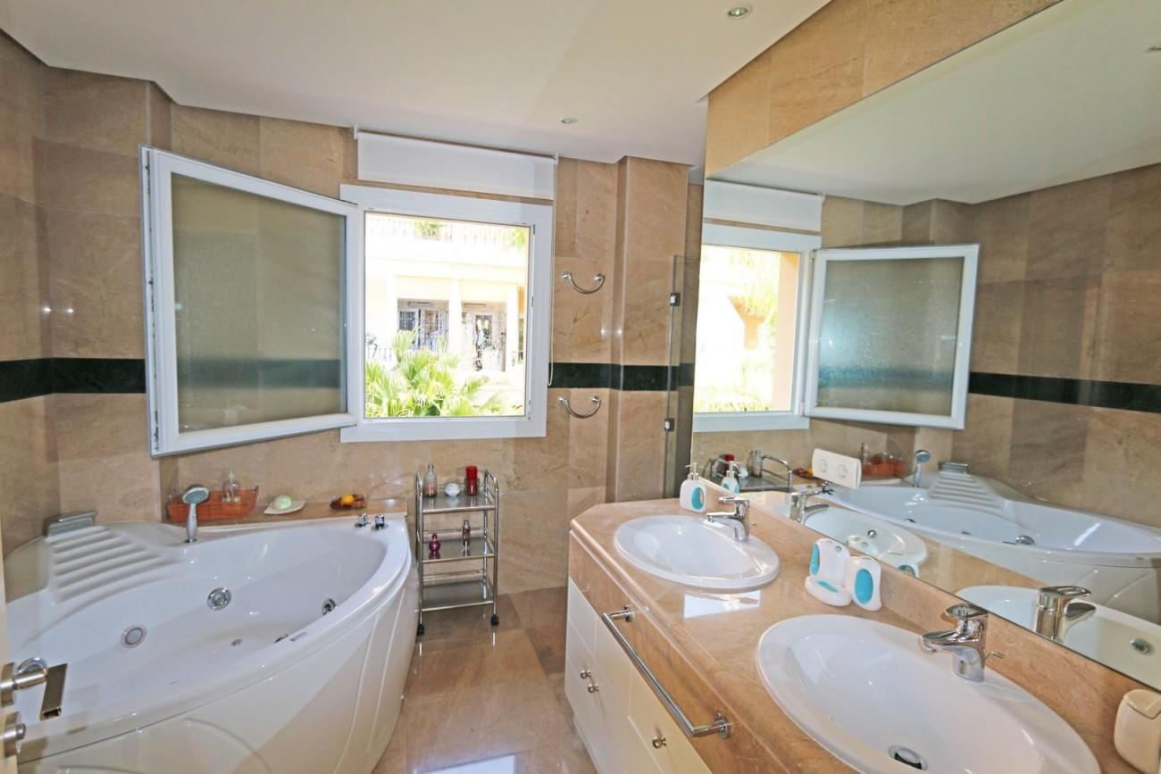 Luxury Duplex Penthouse for sale Nueva Andalucia Marbella Spain (2) (Large)