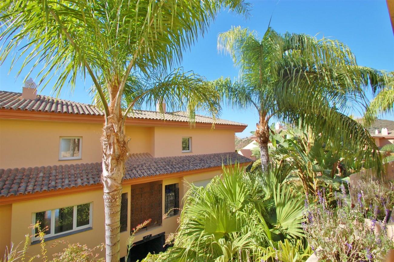 Elegant Apartment for sale Nueva Andalucia Marbella Spain (10) (Large)