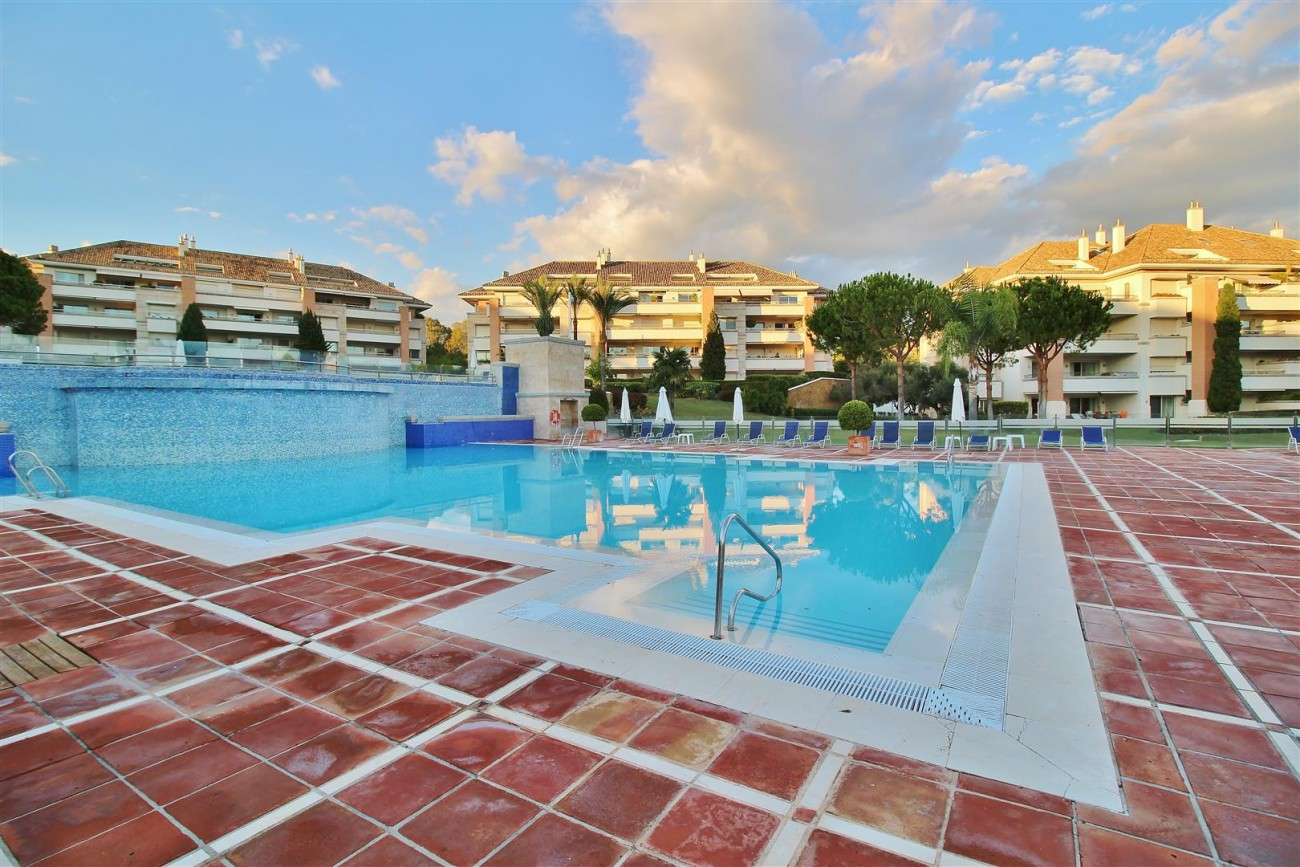Penthouse for sale Marbella Golden Mile Spain (70) (Large)