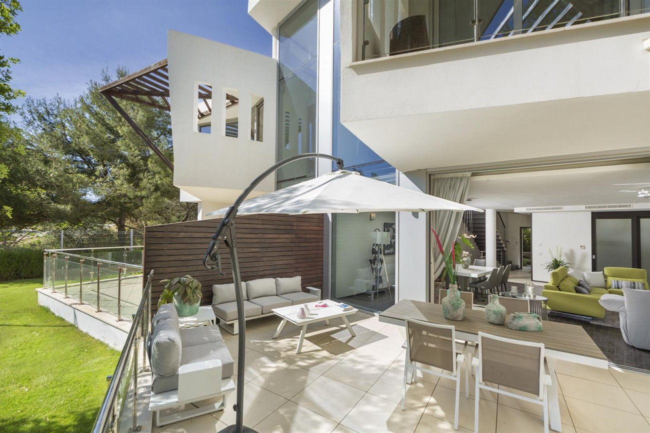 Luxury Contemporary Townhouse for sale in Exclusive Marbella Golden Mile Spain (3) (Large)