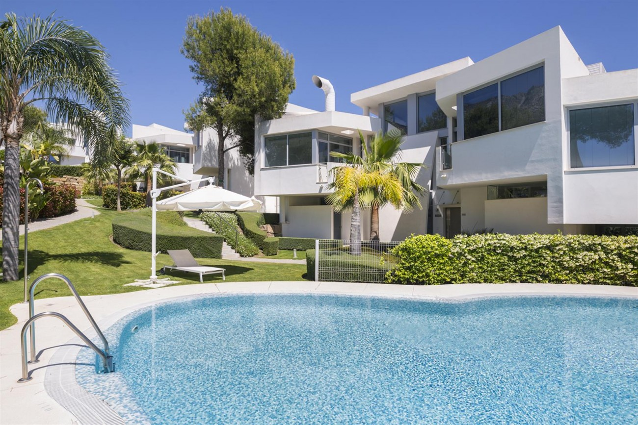 Luxury Contemporary Townhouses for sale Marbella Golden Mile Spain (12) (Large)