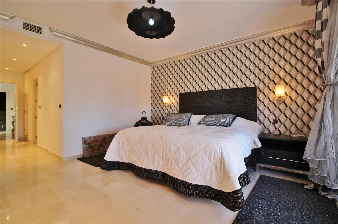 Luxury Penthouse for sale Marbella Golden Mile (6) (Large)