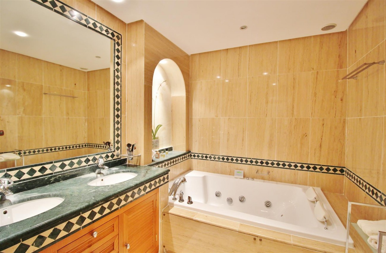 Luxury Penthouse for sale Marbella Golden Mile (10) (Large)