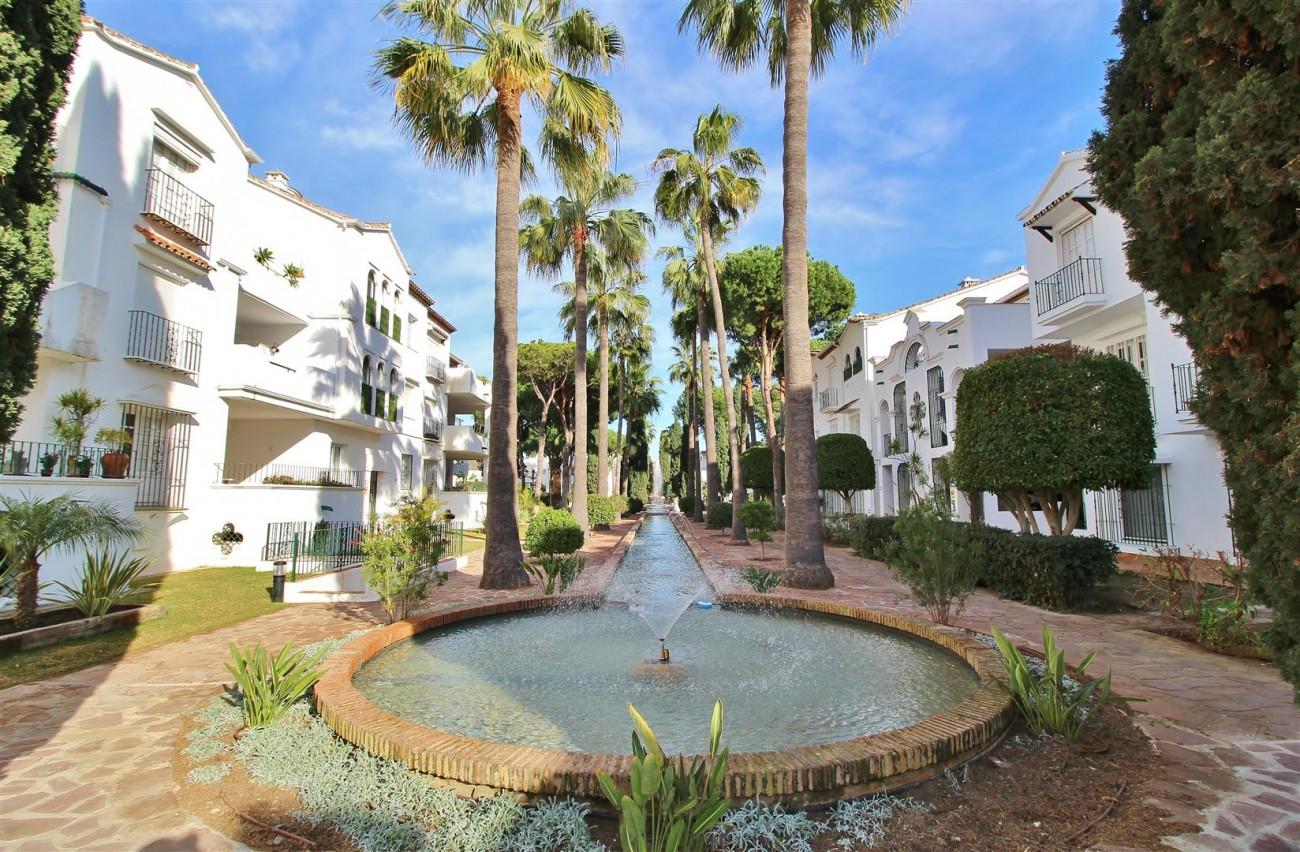 Penthouse for sale New Golden Mile Estepona Spain (1) (Large)