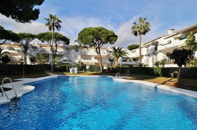 Apartment for Sale - 395.000€ - El Paraiso, Costa del Sol - Ref: 5938