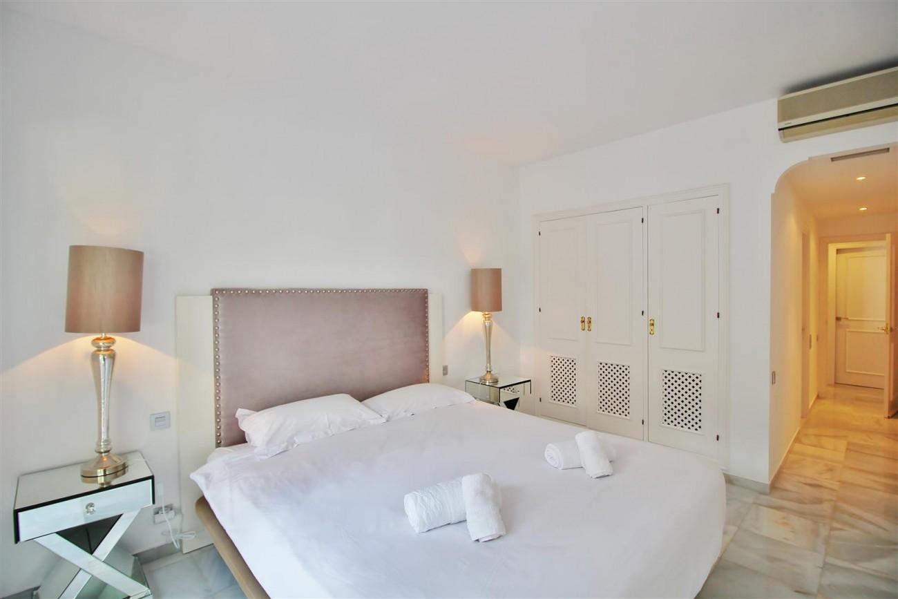 Penthouse for sale New Golden Mile Estepona Spain (11) (Large)