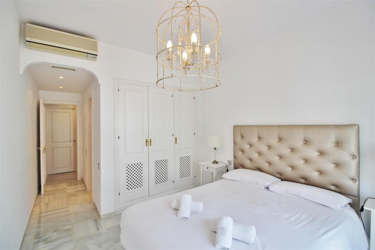 Penthouse for sale New Golden Mile Estepona Spain (14) (Large)