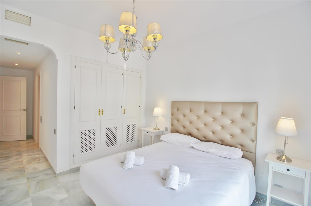 Penthouse for sale New Golden Mile Estepona Spain (16) (Large)