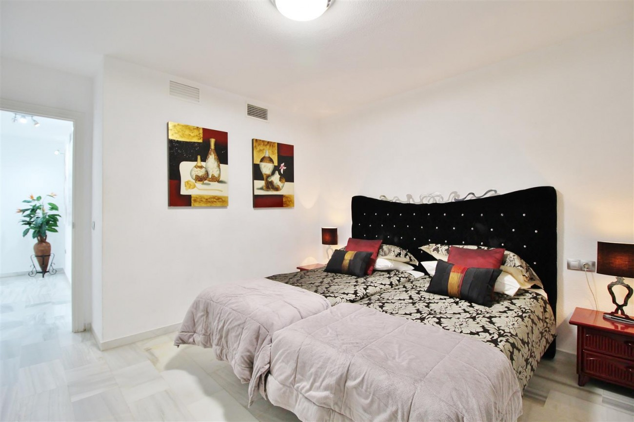 Apartment for sale Puerto Banus Marbella Spain (27) (Large)
