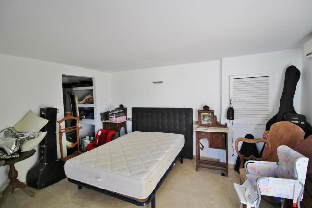 Villa for sale close to Puerto Banus Spain (38) (Large)