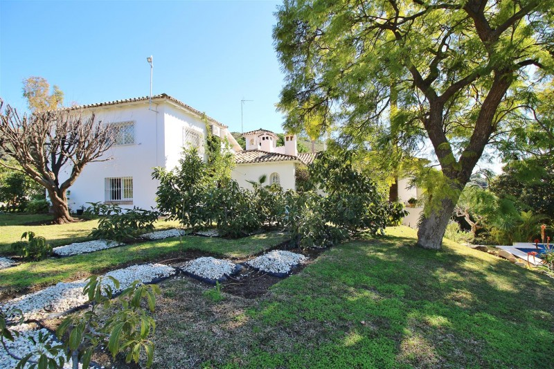 Villa for sale close to Puerto Banus Spain (1) (Large)