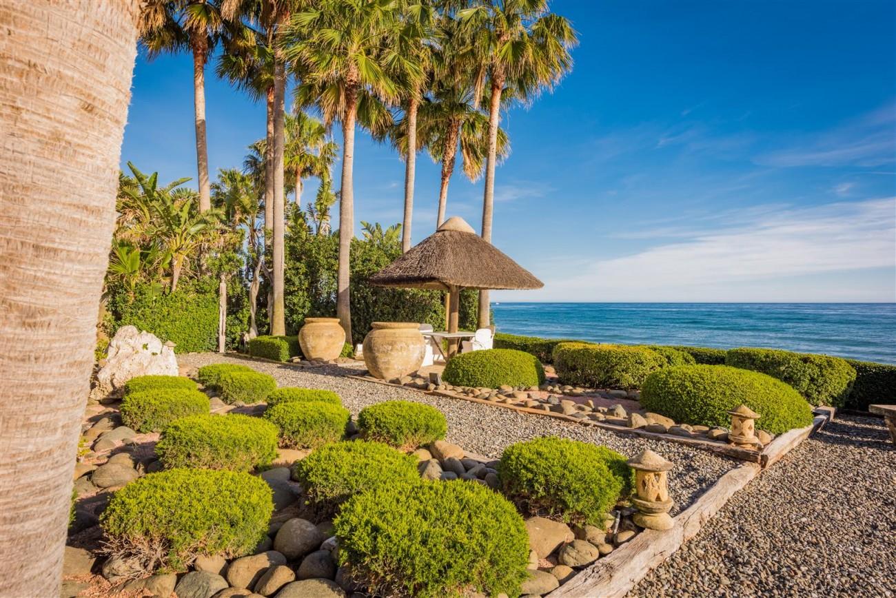 Exclusive Beachfront Villa for sale Marbella East (12) (Large)