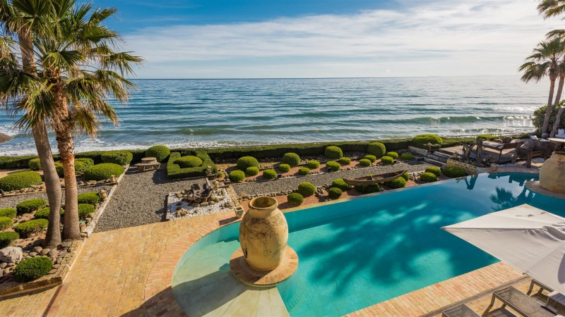 Exclusive Beachfront Villa for sale Marbella East (5) (Large)