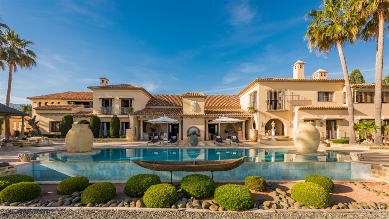 Exclusive Beachfront Villa for sale Marbella East (10) (Large)
