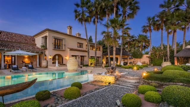 Exclusive Beachfront Villa for sale Marbella East (39) (Large)