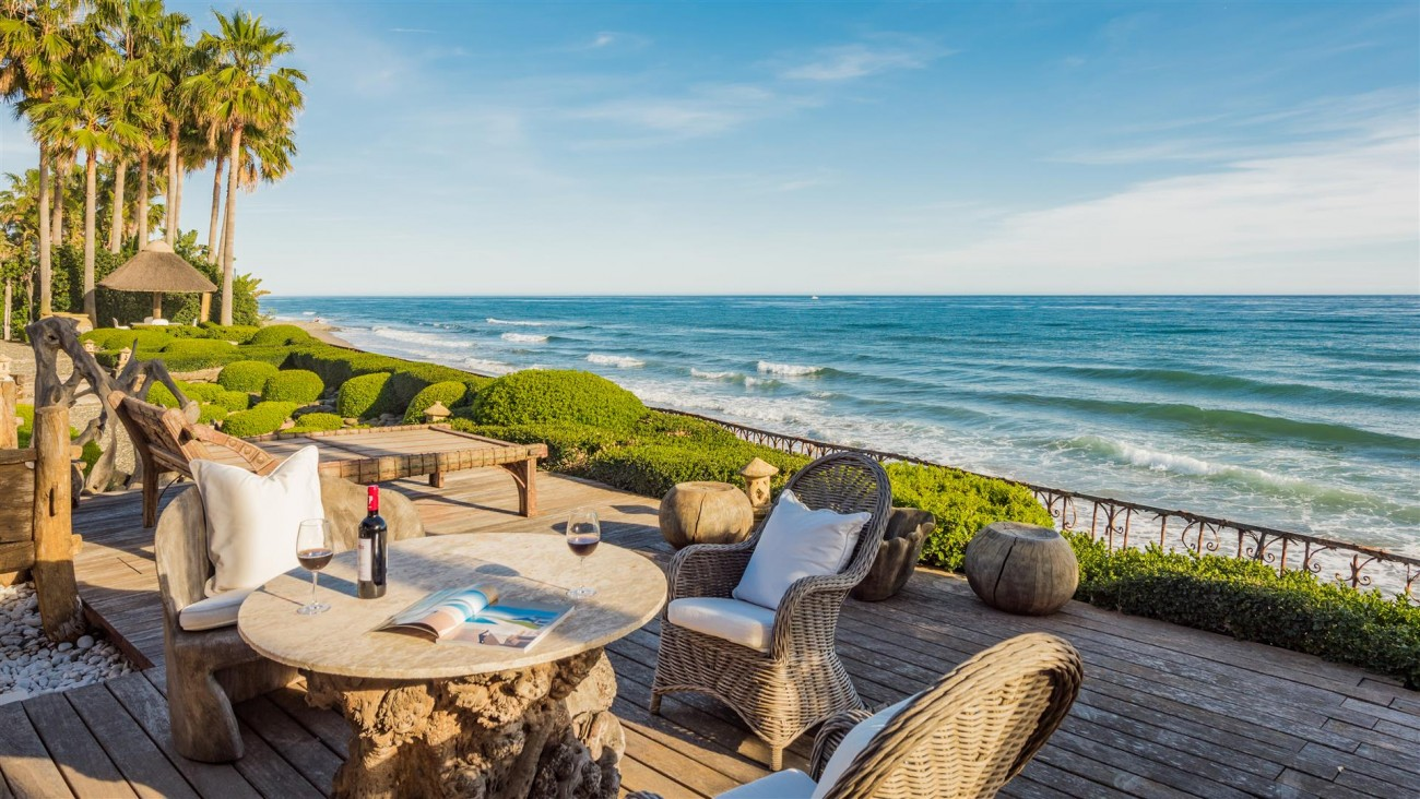 Exclusive Beachfront Villa for sale Marbella East (11) (Large)