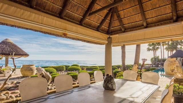 Exclusive Beachfront Villa for sale Marbella East (7) (Large)