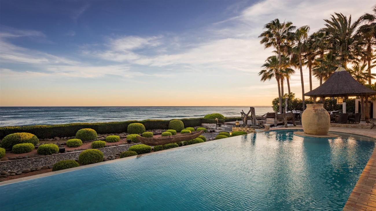 Exclusive Beachfront Villa for sale Marbella East (33) (Large)