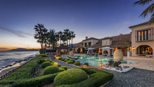 Exclusive Beachfront Villa for sale Marbella East (36) (Large)